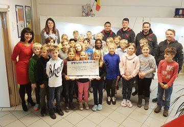 Spendenuebergabe2_Schule-360x250.jpg